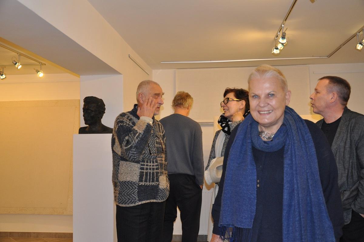 """Elżbieta Dzikowska. Wystawa Tomasz Zawadzki """"Obrazy Autonomiczne"""", galeria sztuki spa spot w Nałęczowie, październik-grudzień 2014 roku."""