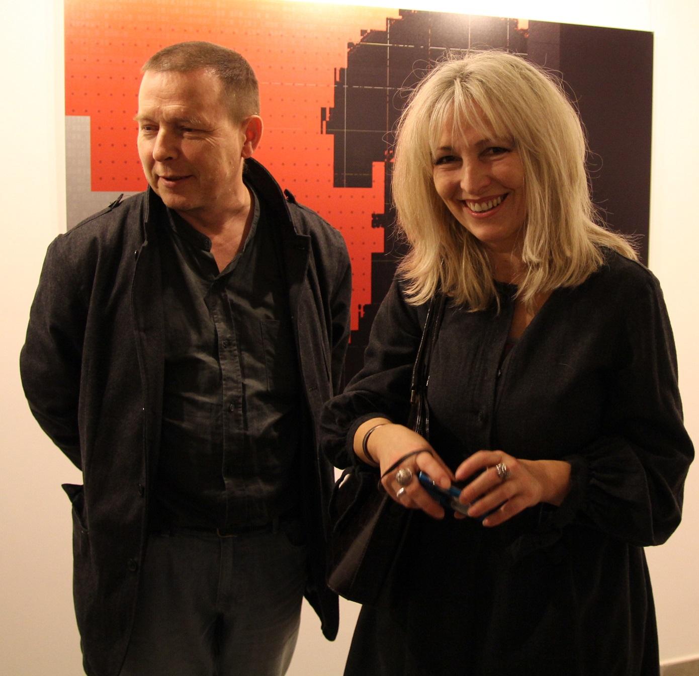 """Marta i Tomasz Zawadzcy, wernisaż wystawy """"Mirosław Pawłowski. Kamuflaż"""", listopad 2012 roku."""