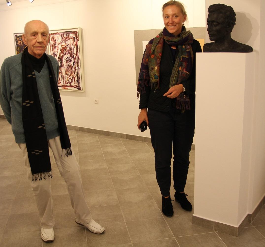 """Agnieszka Szewczyk i prof. Wiesław Juszczak, wystawa """"Jacek Sempoliński. Janowiec, Mięćmierz, Kazimierz Dolny"""", wrzesień 2013 roku."""