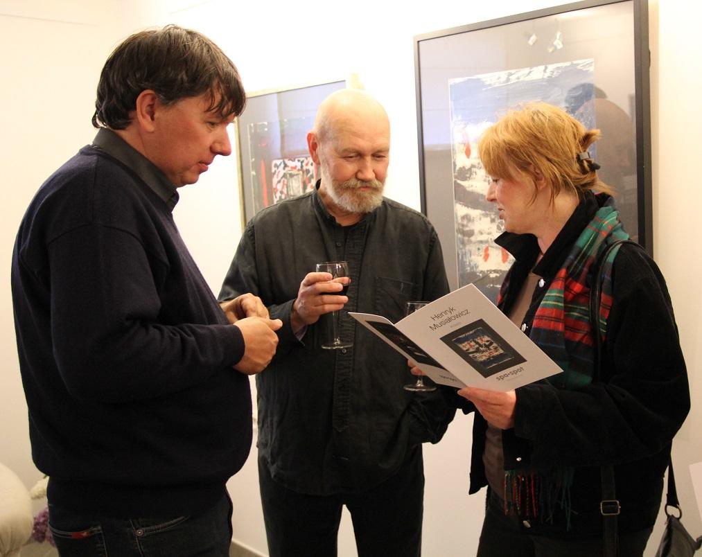 """Wernisaż wystawy """"Henryk Musiałowicz. Kolaże"""", galeria sztuki spa spot, maj 2012 roku."""