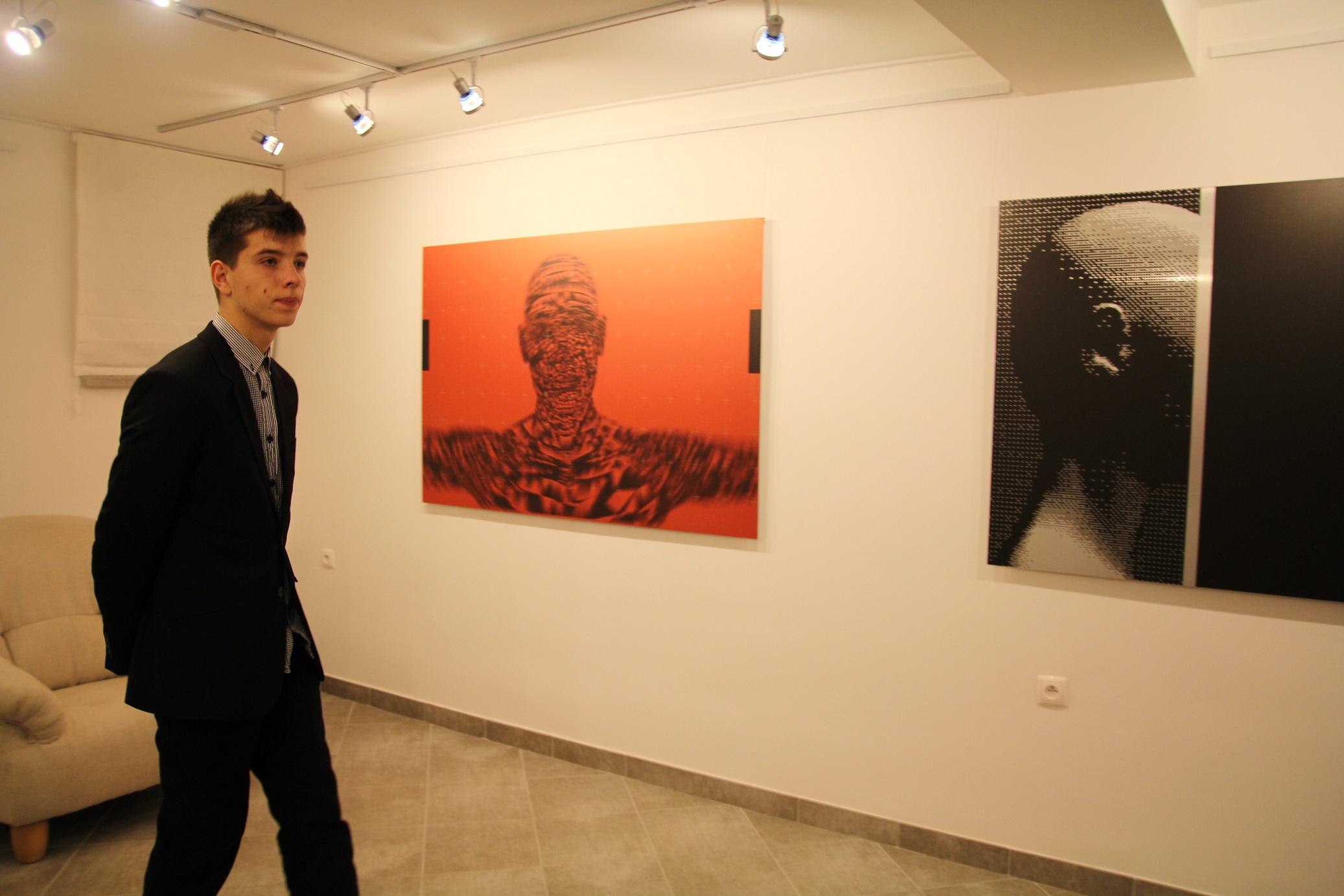 """Wernisaż wystawy """"Mirosław Pawłowski. Kamuflaż"""", listopad 2012."""